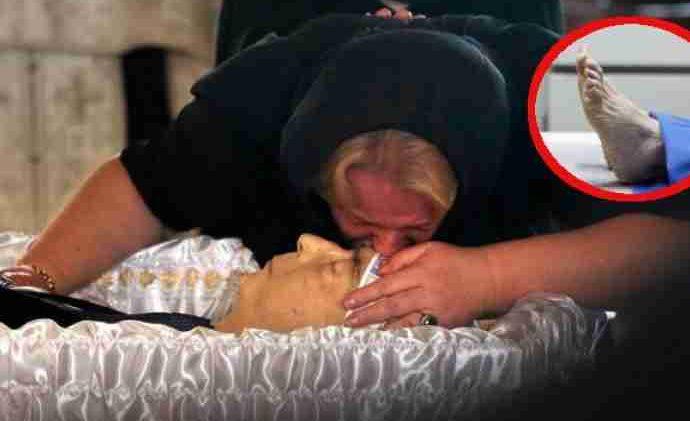 Ovo će vam natjerati žmarce niz kičmu! MORBIDAN SRPSKI OBIČAJ: Znate li zašto rodbina UBADA IGLOM preminulog u PETU?