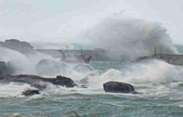 NEVRIJEME U EVROPI ODNOSI ŽRTVE: Oluja DIVLJA 122 km/h, obara drveće i prevrće čamce
