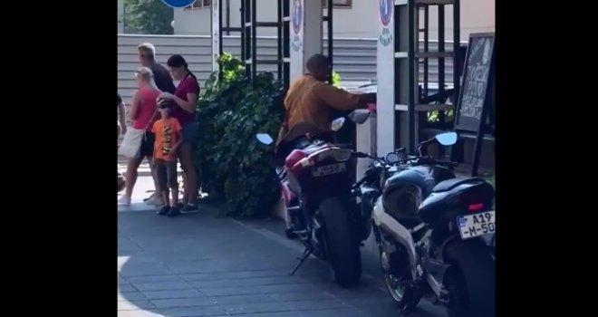 Ko su (lažni) budistički monasi na ulicama Sarajeva: Ima ih svuda po Evropi, presreću ljude, uzimaju novac… Pogledajte!