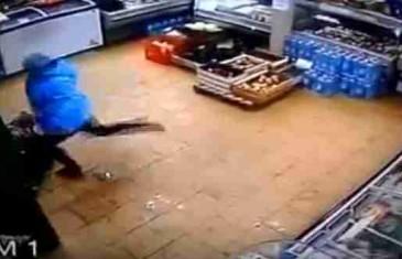 Video šokirao svijet: Socijalne službe oduzele dijete majci koja ga je brutalno pretukla !