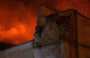 U stravičnom požaru život izgubilo 11 osoba; policija utvrđuje da li je vatra podmetnuta