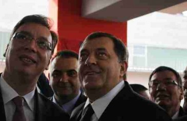 KAD POBRKAŠ GEOGRAFIJU: Dodik i Vučić u Bosanskom Šamcu otvorili novoizgrađenu školu 'Srbija'