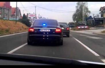 Bahatost vozila pod rotacijom: Pogledajte preticanje preko pune linije na opasnoj krivini!