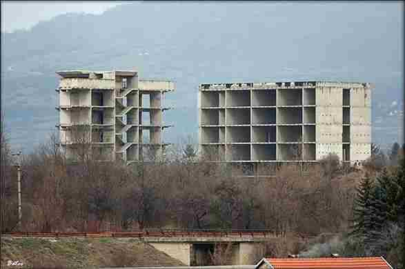 NOVA TRAGEDIJA POTRESLA BiH: Dječak izvršio samoubistvo skokom sa zgrade