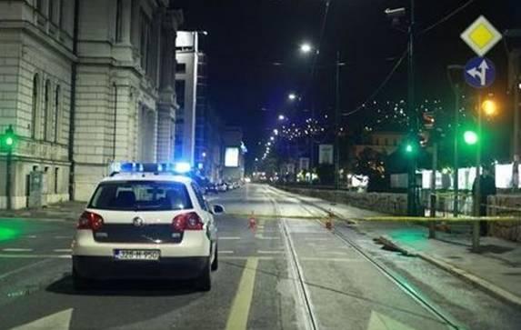 Teška saobraćajna nesreća na Skenderiji u Sarajevu, vatrogasci morali rezati vozilo