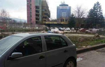 Kultura u Sarajevu: Zašto u kontejner kada smeće možete baciti kroz prozor?