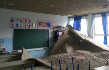 U učionici u Zenici se odlomio dio plafona… Pogledajte šta se desilo…