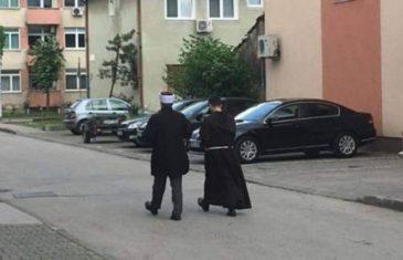 BIHAĆ, GRAD SUŽIVOTA: Hodža i fratar u popodnevnom druženju!