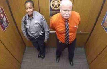 (VIDEO) Policajka je ušla u lift i stala pokraj starijeg čovjeka. Ono što je skrivena kamera snimila unutra…