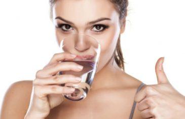 Evo kada smijete piti toplu vodu, a kada hladnu!