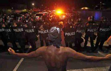 AMERIKA NA IVICI HAOSA: Hiljade ljudi na ulicama širom SAD zbog ubistava Afroamerikanaca! (FOTO/VIDEO)