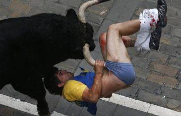 Stravičan snimak: Gledaoca raznio bik