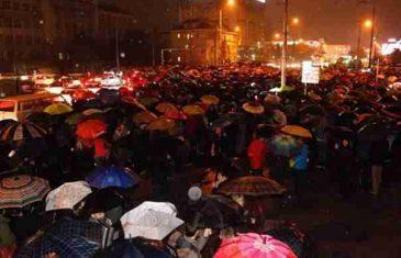Blokirana glavna saobraćajnica: Stotine građana na protestu zbog pogibije Selme Agić i Edite Malkoč
