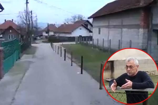 """""""STAVIT ĆU IH JOŠ METAR DALJE"""": Postavio drvene kolčeve nasred asfaltiranog puta da ogradi plac"""