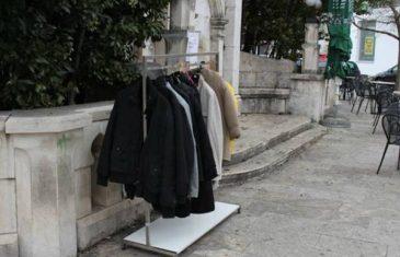 Bruka i sramota: U Zaliku ukradeni stalci s jaknama