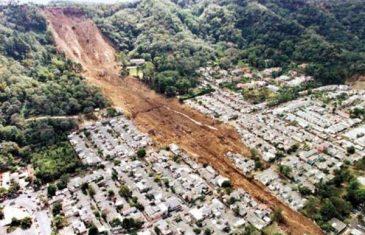 Apokaliptične scene: Mostruozno klizište zbrisalo cijelu šumu! (VIDEO)