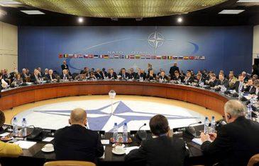 """KOLUMNA Zašto Amerika """"buši"""" NATO i minira Ujedinjene nacije?"""