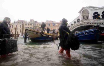 Dramatične najave: U Veneciji 70 posto grada poplavljeno, ali najgore tek slijedi