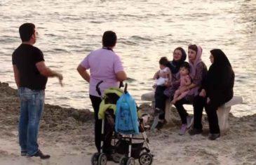 IRANCI MASOVNO OKUPIRALI LJETOVALIŠTA U MARTU: Uživaju uz more, poslije saznanja da VRUĆINE i UV zraci ubijaju koronavirus!