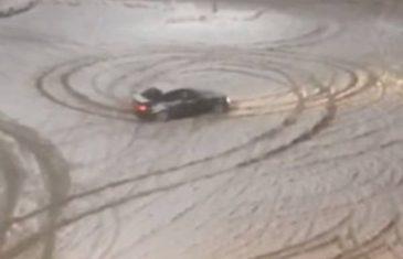 Ovako se Bosanac zabavlja na snijegu (video)