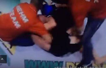 Nakon što je dobio nogu u bradu od svog protivnika, ošamućeni borac svojim sljedećim potezom šokirao je MILIONE GLEDATELJA!
