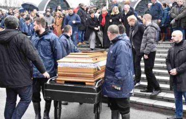Na gradskom groblju Bare: Porodica, prijatelj i kolege oprostili se od Nedžada Nakaša