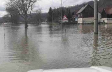 VANREDNO STANJE U REGIONU: Stanovnici bez struje, kuće pod vodom, u pomoć STIGLA VOJSKA!