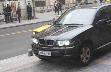 Parkirao BMW-a na glavnom šetalištu u Sarajevu: Gledaj papka gdje se parkira