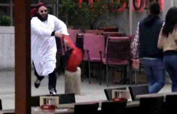 Muškarac odjeven kao Arap bacao ruksak među ljude! (VIDEO)
