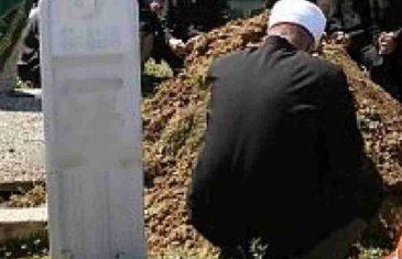 NESVAKIDAŠNJI DOGAĐAJ U BiH: Na mezarju čuli lupanje iz kabura, otkopali sanduk da provjere, zvali i Hitnu pomoć i policiju…