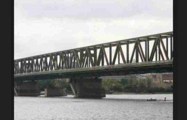 Ostavio ženi oproštajno pismo: Uzeo pištolj i krenuo na most da se ubije, evo šta je uslijedilo nakon toga