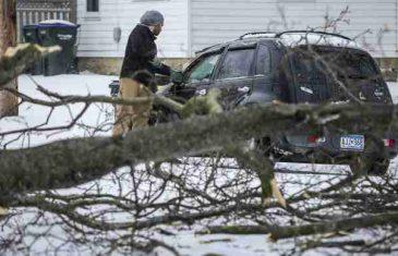 HAOS U AMERICI: Najmanje četiri žrtve oluja koje su zahvatile centralni deo SAD, kolaps u saobraćaju!