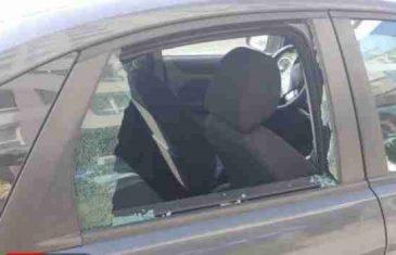 Prilikom košenja trave radnici KJKP 'Rad' mu kamenom razbili staklo na autu pa mu rekli da se to stalno dešava!