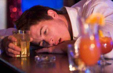 Trijezan momak izbačen iz kafane jer je dosađivao pijanim gostima