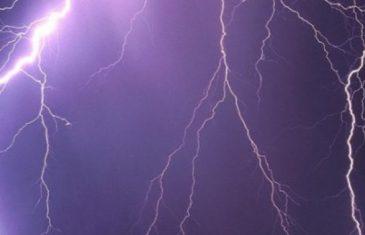 HITNO UPOZORENJE ZA SVE, NAREDNI SATI SU KRITIČNI: Crni oblaci pred glavnim gradom, grmljavina već tuče