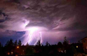 Divlja oluja približava se i našem regionu: 'Došla sam s posla i zatekla kuću bez krova'!