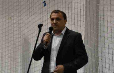 Poruka razuma iz uzavrelog Cazina: Politika nije vrijedna da žrtvujemo načela islama u mjesecu Ramazana