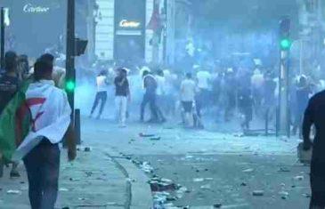 Slavlje u Parizu prešlo u divljanje: Navijači obijali prodavnice, prevrtali automobile, policiju gađali kamenjem…