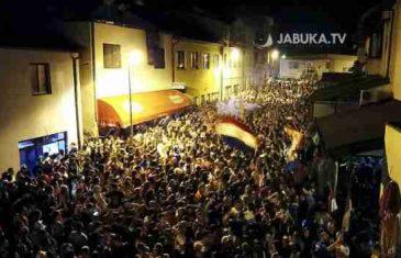 Bruka, sramota, tuga: U Hercegovini se orile ustaške parole, a uzvikivalo se i 'Nož, žica, Srebrenica'…