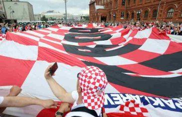 MOSKVA GORI: Hrvatski navijači stigli na stadion, porukom na zastavi zahvalili Rusima…