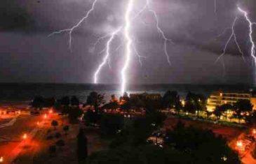 Snažne oluje poharale jadransku obalu: Grom udario turistu u Istri, Dubrovnik pod vodom…
