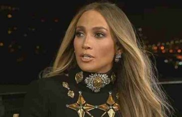 Nezgoda na nastupu: Jennifer Lopez htjela pružiti ruku fanovima pa pala na svoju slavnu za*njicu