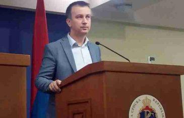 ADAM ŠUKALO SE OGLASIO NA FACEBOOKU: Nema ulaska u parlament, odmah izaći na mirne proteste!
