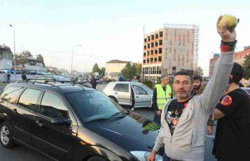 """POLICIJA RS-a ZAUSTAVILA 50 AUTOBUSA SA GRAĐANIMA KOJI SU KRENULI NA SKUP """"PRVADA ZA DAVIDA"""": Davor Dragićević je poduzeo nešto što niko nije očekivao…"""
