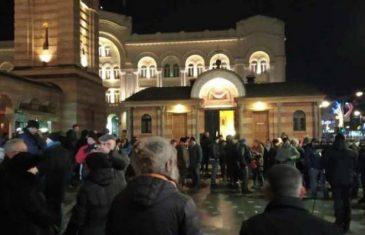 Dvije osobe uhapšene na Trgu Krajine nakon paljenja svijeća za Davida