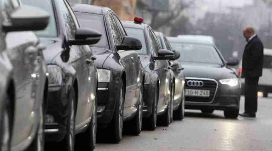 ŠTA VOZE POLITIČARI: Pogledajte zastrašujući snimak vožnje službenih automobila po bh. cestama (VIDEO)