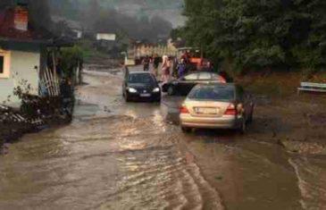 Vanredno stanje u Tešnju: Zatočeno stanovništvo napokon evakuisano, poplavljeni objekti, neprohodni putevi