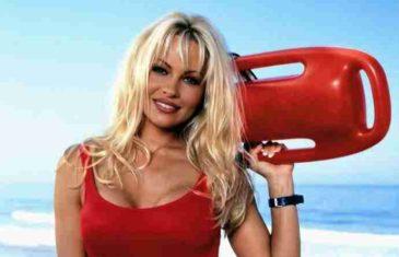 Pamela Anderson objavila fotku koja je ZAPALILA INTERNET: Muškarci pali na koljena! Komentari pljušte!