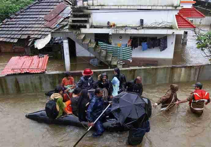 OLUJA SE PRIBLIŽAVA Pasti će 350 mm kiše! Letovi već otkazani, 5.000 stanovnika bez struje! Svi se boje ponovljenog scenarija