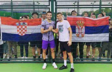 SLIKA KOJA JE USIJALA BALKAN Vijore se srpska i hrvatska zastava, a Srbin i Hrvat čvrsto stisnuli ruke!